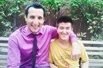 Кыргызстандык оператор Эмил Раев жана Универ сериалынын актеру Арарат Кещян. Архивдик сүрөт