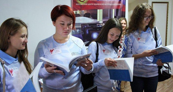 Занятия волонтерами программы Послы русского языка в Кыргызском экономическом университете