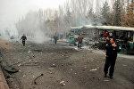 Cотрудник полиции на месте взрыва, прогремевшего неподалеку от университета в городе Кайсери в центральной части Турции
