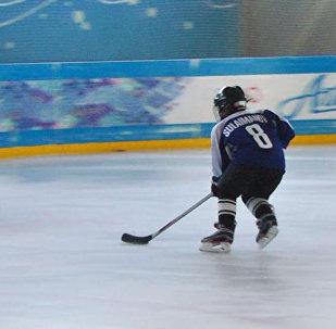 Келечектин хоккеисти, сегиз жашар чабуулчу Нуртемир. Муз үстүндө төгүлгөн тер