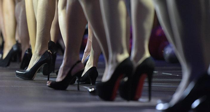 Девушки в каблуках. Архивное фото