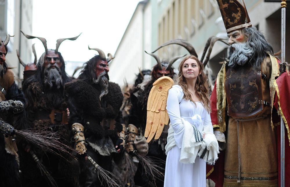 Мюнхенде Крампустун жүрүшү өттү.  Крампус — альп аймагынын фольклордук каарманы, тил укпаган балдарды тескейт деген түшүнүк жашайт