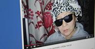 Видеоролик, в котором пенсионерка исполнила популярную песню вайнера Данияра Токтомамбетова Слезы тикли вверх. Фото с сайта YouTube