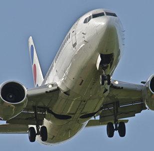 Авиалайнер Boeing 737-300. Архивное фото