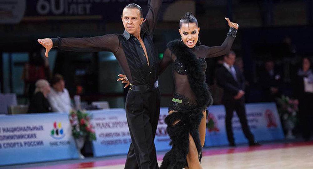Танцевальная пара Семеренко Артем и Качалко Валерия из Кыргызстана, завоевавшие серебряную медаль на международном турнире по спортивным, бальным танцам в Италии.
