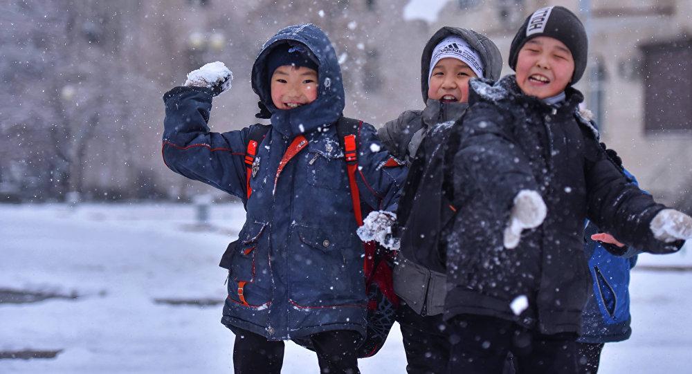 Дети всегда рады главному зимнему празднику.