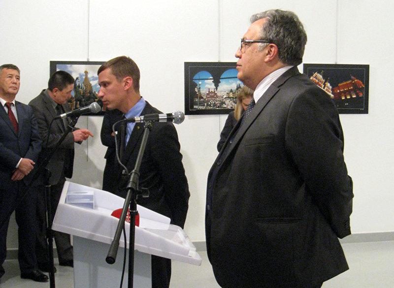 Посол России в Турции Андрей Карлов во время открытия фотовыставки в Анкаре