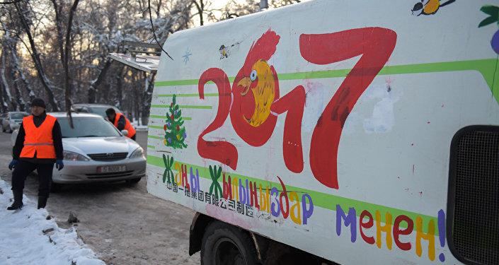 Это сделано для создания новогоднего настроения у горожан.