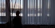 Женщина на балконе. Архивное фото