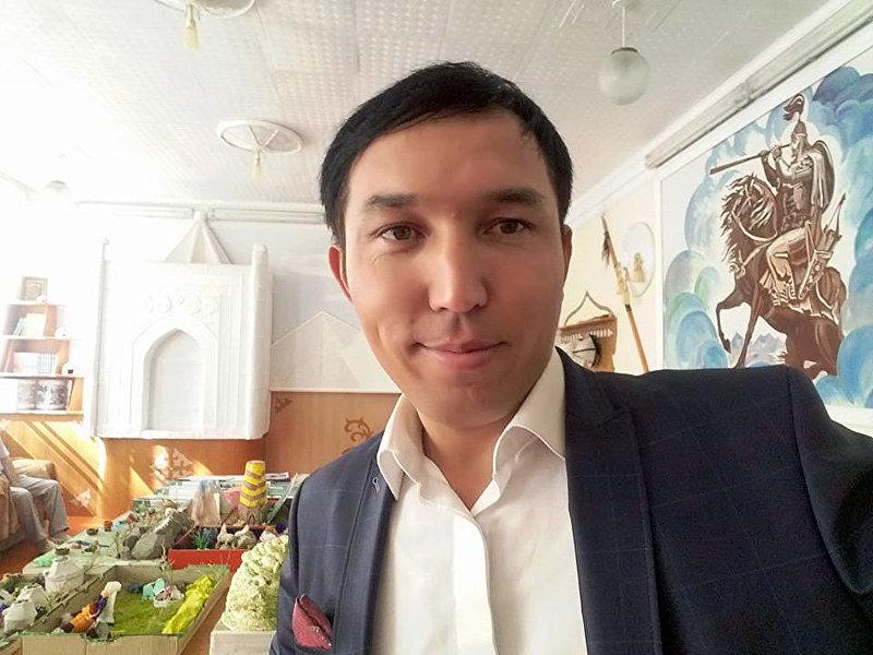 Отечественный певец Кубаныч Сатаев на мероприятии
