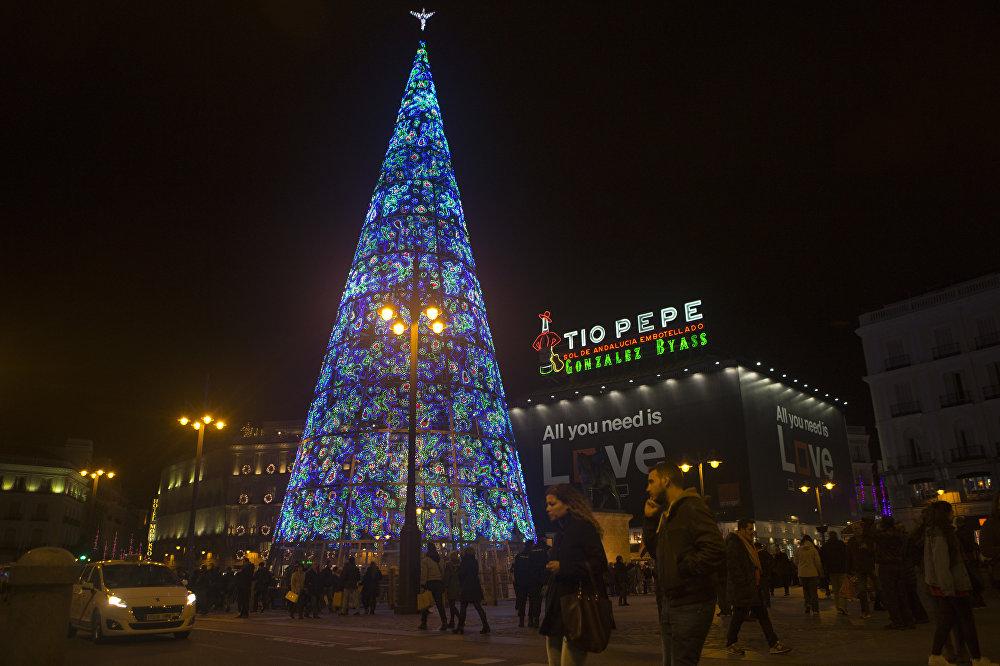 Испаниянын Мадрид шаарындагы Пуэрта-дель-Соль аянтындагы жаңы жылдык балаты