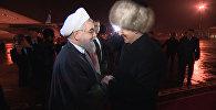 Манас: чалма жана тебетейчен президенттер. Атамбаев менен Роухани жылуу көрүштү
