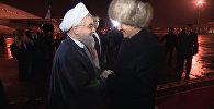 Ассаляму алейкум! — Атамбаев и Роухани тепло поздоровались в Бишкеке