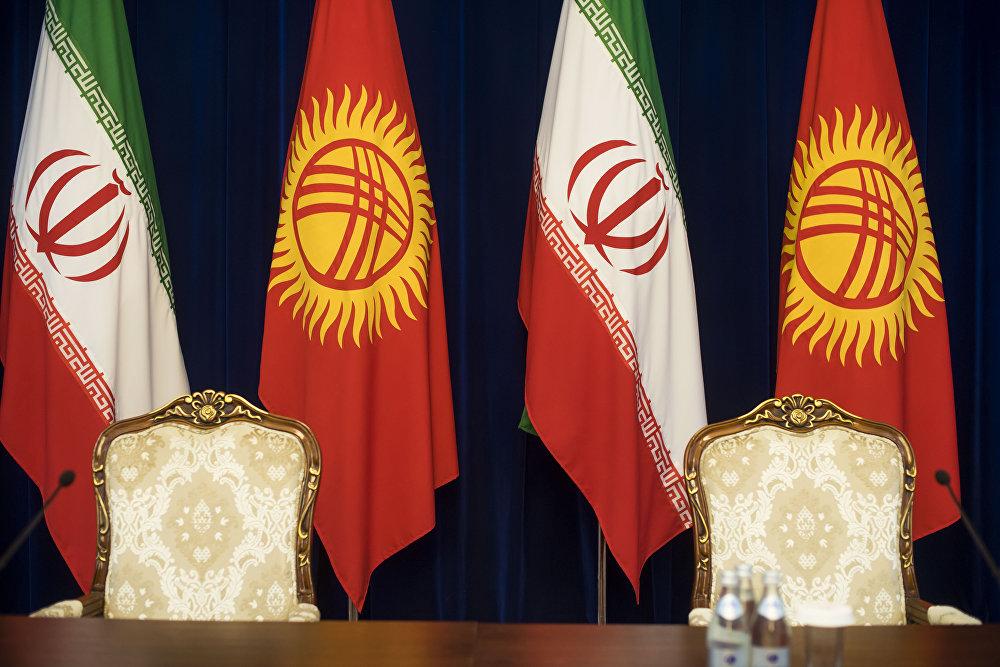 2002-жылы Бишкекте эки мамлекеттин ортосундагы достук мамиле тууралуу декларациягы кол коюлган