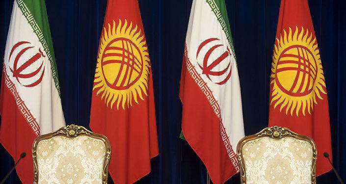 Иран менен Кыргызстандын желектери. Архивдик сүрөт
