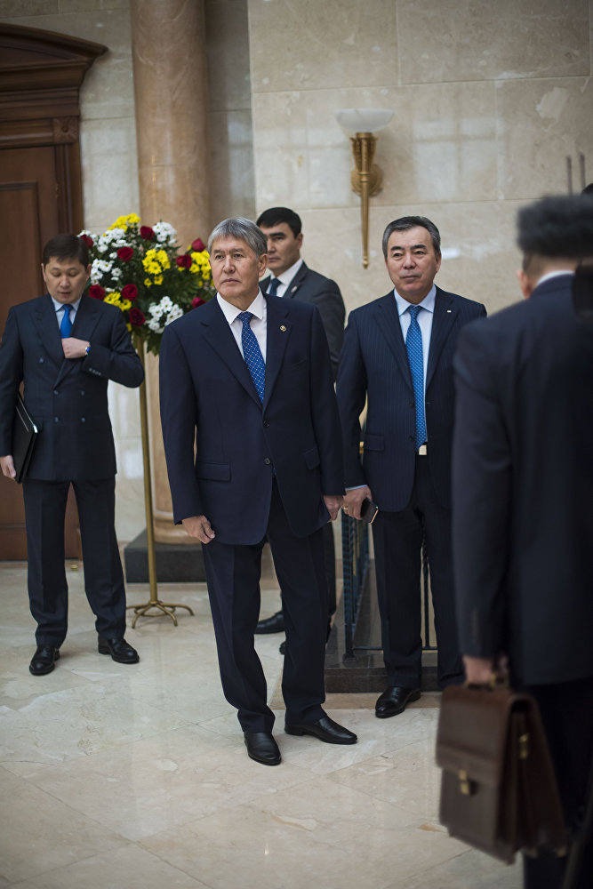Алмазбек Атамбаев Иран мамлекетинин президентин күтүү учурунда