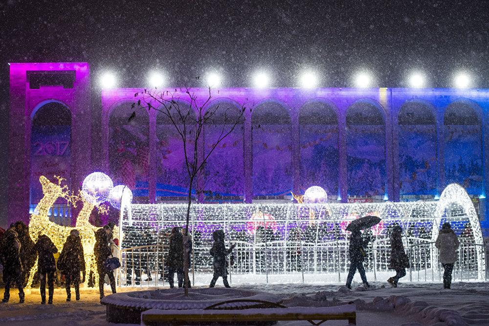 Тынч, бейгам күндөр. Кар жааган Бишкектин борбордук аянты