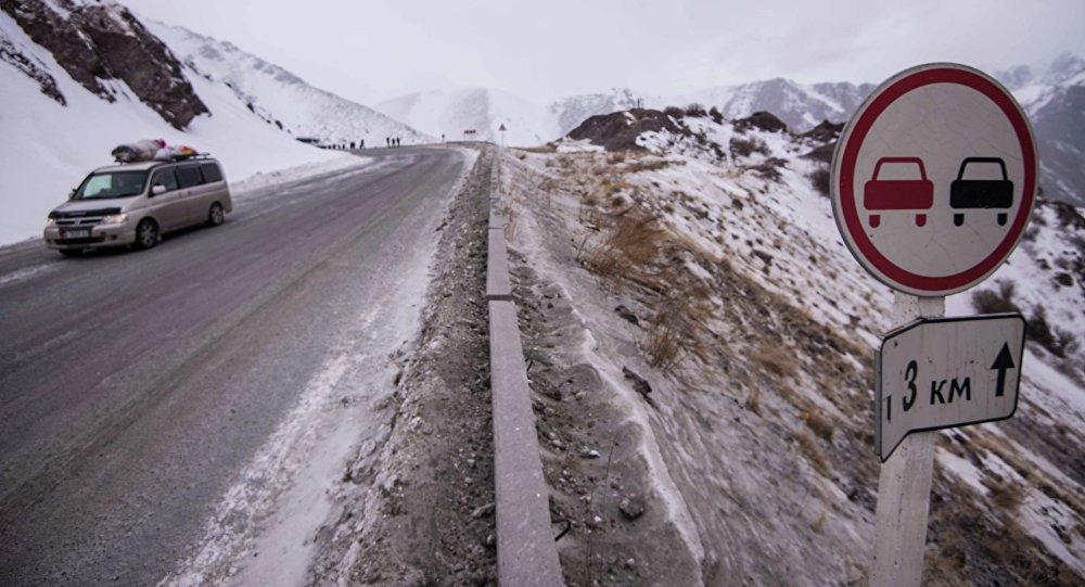 На автотрассе Бишкек-Ош сошла 3-я задень лавина