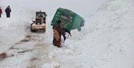 Расчистка снега на трассе Бишкек — Ош