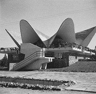 Маданият жана эс алуу паркындагы Бермет кафеси. Архив