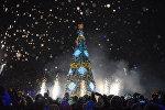 Бишкектин Түштүк дарбаза паркында жаңы жылдык балаты жандырылганын мэрия билдирди