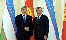Президент Кыргызстана Алмазбек Атамбаев во время встречи с узбекским коллегой Шавкатом Мирзиёевым. Архивное фото