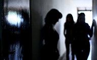 Силуэты девушек. Архивное фото