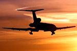 Самолет Ту-154М в небе