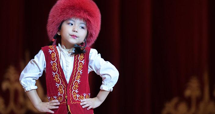 25-декабрда, улуттук филармониянын чоң залында балдар үчүн жаңы жылдык майрам уюштурулду.