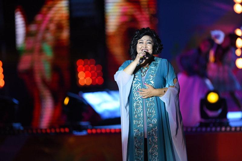 Гульнара Тойгонбаева на праздничном концерте на площади Ала-Тоо в честь 25-летия независимости Кыргызстана