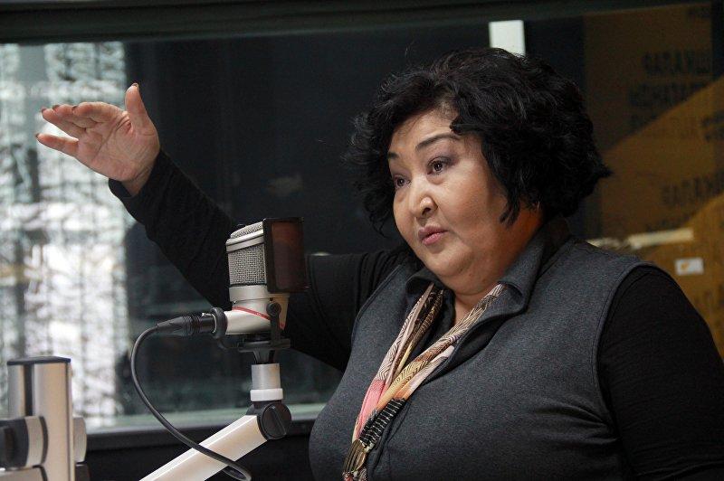 Эстрадная исполнительница, общественный деятель и директор общественного фонда Арт Булак Гульнара Тойгонбаева во время интервью на радио Sputnik Кыргызстан