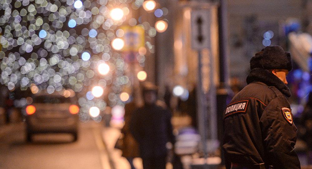 Москвадагы полиция кызматкери. Архивдик сүрөт