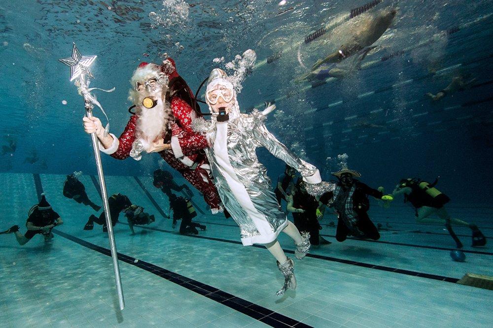 Москвадагы Дайвинг спорт клубундагы бассейнде жаңы жылдык майрам