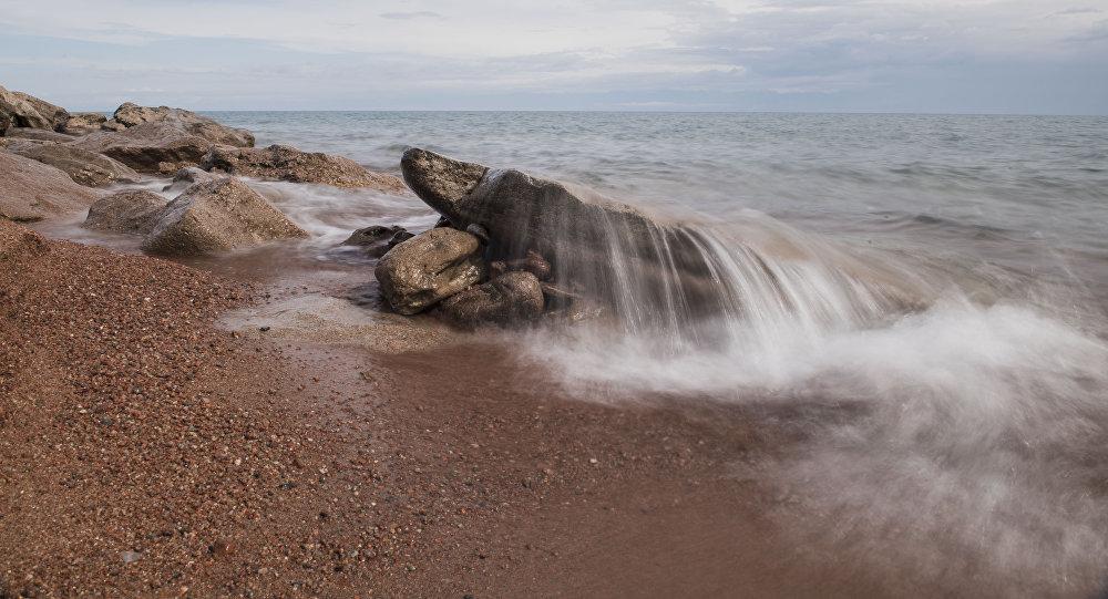 Берег озера Иссык-Куль