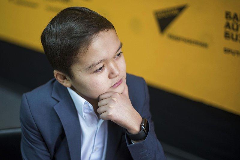 Молодой актер, кавээнщик Азамат Уланов во время интервью на радио Sputnik Кыргызстан