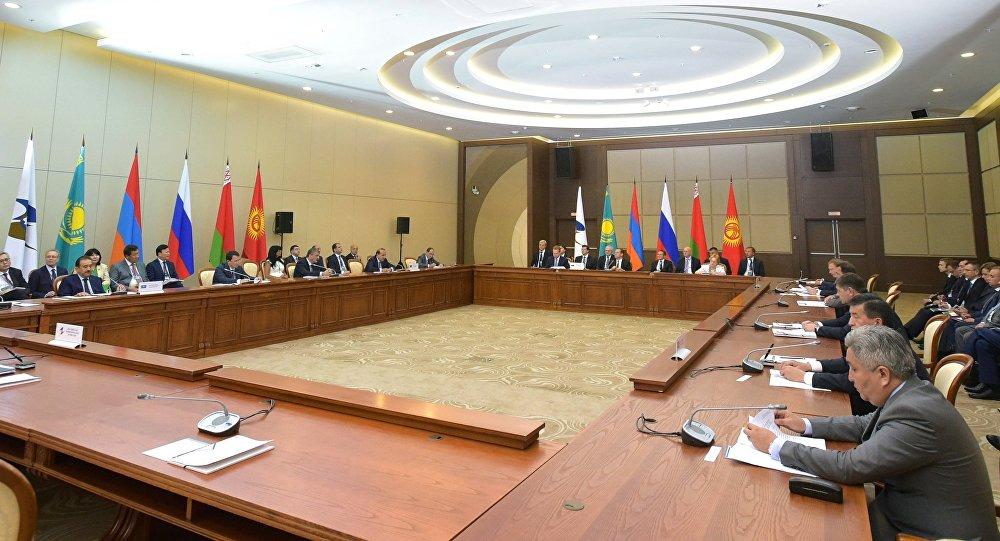 Лукашенко проигнорировал саммит ЕАЭС в РФ