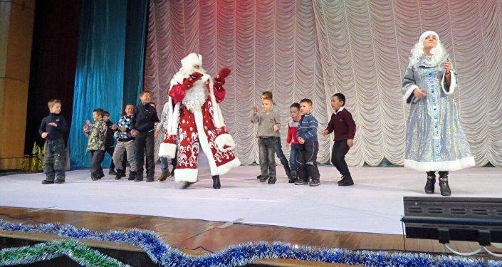 На концерте выступили ансамбль народного танца Азия Нур, ансамбль кавказского танца, танцевальная студия Мария, знаменитая танцовщица Далия (восточные танцы) и другие артисты.