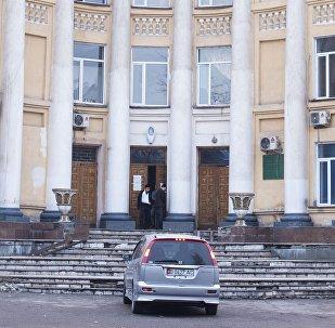 Вид на вход в Национальный госпиталь в Бишкеке. Архивное фото