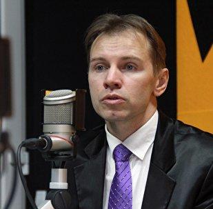 Астролог и практический психолог Андрей Рязанцев во время интервью на радио Sputnik Кыргызстан
