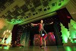Бүгүн Токтогул Сатылганов атындагы улуттук филармонияда президент Алмазбек Атамбаевдин катышуусунда жаңы жылдык балаты салтанаты болду