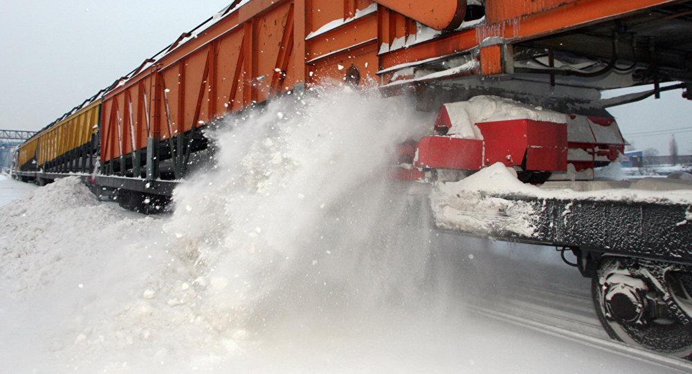 Грузовой поезд сошел срельс вКазахстане попути вБишкек