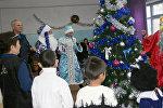 Военнослужащие авиационной базы ОДКБ Кант поздравили с Новым годом детей Кантского учебно-производственного предприятия Кыргызского общества слепых и глухих