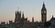 Биг Бен со стороны реки Темза в Лондоне. Архивное фото