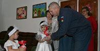 Военнослужащие авиабазы ОДКБ Кант поздравили с наступающим Новым годом воспитанников Кантского детского патронатно-адаптационного центра Умут