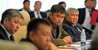 Бывший министр обороны КР Таалайбек Омуралиев на заседании. Архивное фото
