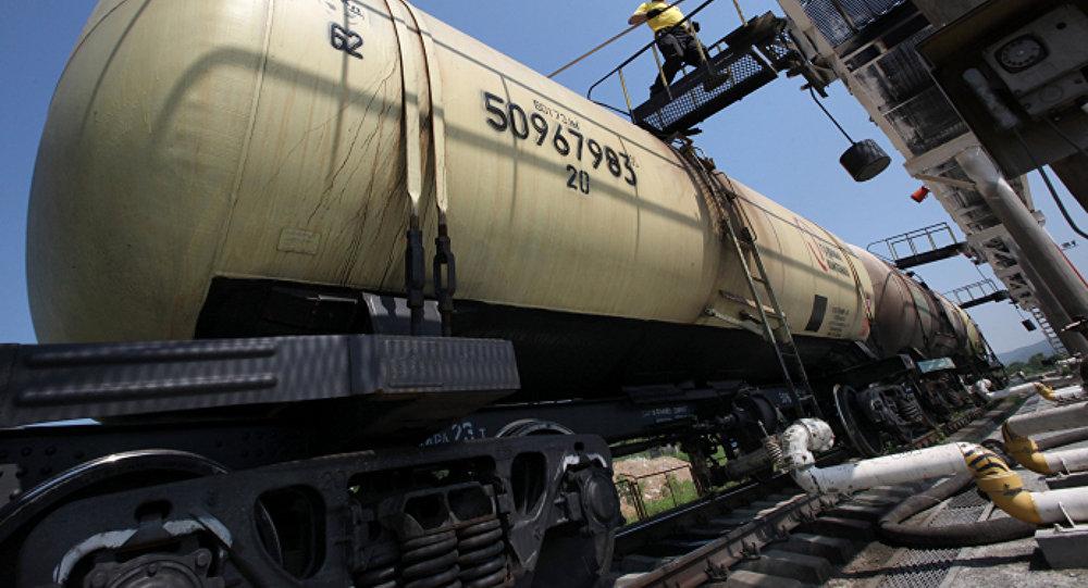 Путин ратифицировал соглашение обеспошлинных поставках нефти вКиргизию