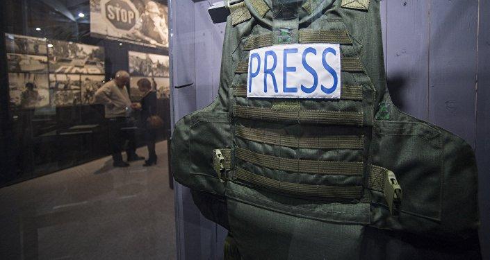 Журналисттин бронежилети. Архивдик сүрөт