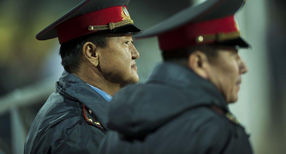 Сотрудники правохранительных органов во время патрулирования. Архивное фото