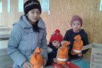 Москва шаарында өрттөн каза болгон кыргызстандыктардын балдарына жаңы жылдык белектер тапшырылды