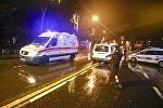 Кареты скорой помощи фна месте нападения на ночной клуб в Стамбуле